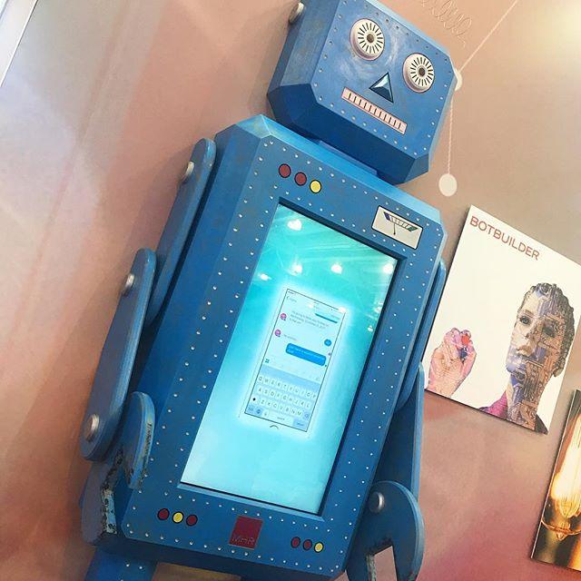 Bot building at the @cipduk HR show! 🤖 #HRSSREC17 #Robot