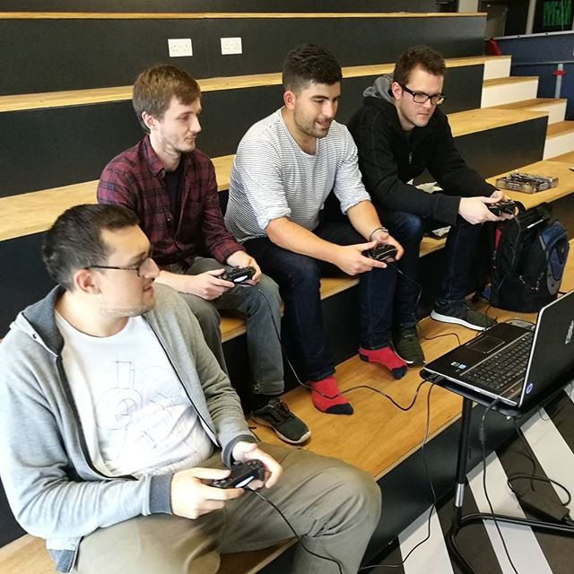 A great lunchtime playtesting the upcoming indie game Jump Gunners from @epicnerdrage 🎮👌 #JumpGunners #IndieDev #LifeOfKyan